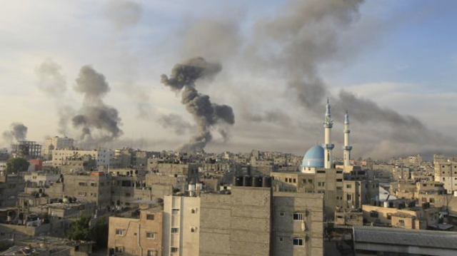 Smoke rises from Gaza following an Israeli attack on the city on November 21, 2012.