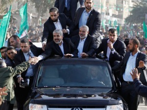 Hamas chief Khaled Meshaal (front L) greets the crowd from his car beside senior Hamas leader Ismail Haniyeh (front R) in Gaza December 7, 2012 (Reuters / Ahmed Jadallah)