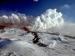 The Plosky Tolbachik Volcano erupts on the Kamchatka Peninsula. (RIA Novosti / Alexander Sokorenko)