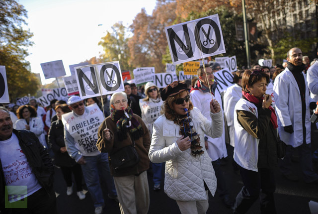 Protesters take part in a demonstration against plans to cut medical spending and privatise hospital services, in Madrid onDecember 09, 2012. (AFP Photo/Pedro Armestre)