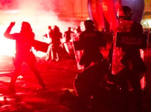 Police faces demonstrators during protests in Maribor on December 3, 2012.(AFP Photo / Jure Makovec)
