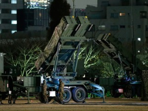 Members of the Japan Self-Defence Forces deploy Patriot Advanced Capability-3 (PAC-3) missiles at the Defence Ministry in Tokyo December 5, 2012.(Reuters / Toru Hanai)