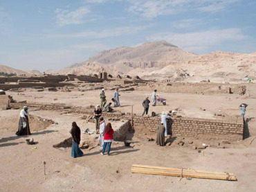 The excavations on the area of the Temple of Millions of years of Amenhotep II (XVIII Dynasty). (Image from cefb.it)