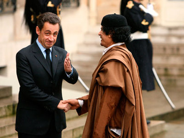 France's President Nicolas Sarkozy (L) greets Libyan leader Muammar Gaddafi in the courtyard of the Elysee Palace in Paris as he arrives for a five day official visit December 10, 2007.(Reuters / Jacky Naegelen)