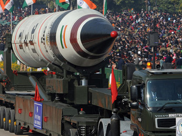 Missile Agni V is displayed during the Republic Day parade in New Delhi on January 26, 2013. (AFP Photo/Raveendran)