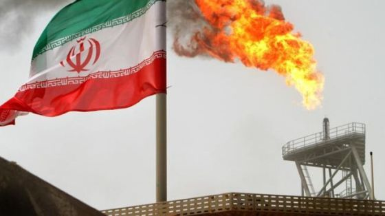 File photo shows gas flare of an Iranain oil production platform.