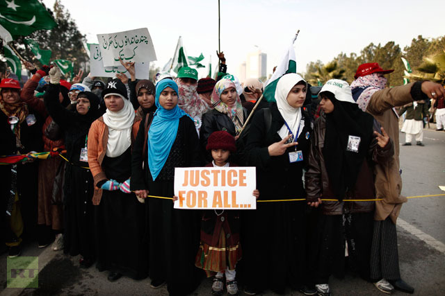 A girl holds a sign as she joins supporters of Sufi cleric and leader of Minhaj-ul-Quran Muhammad Tahirul Qadri on the second day of their protest in Islamabad January 15, 2013.(Reuters / Zohra Bensemra)
