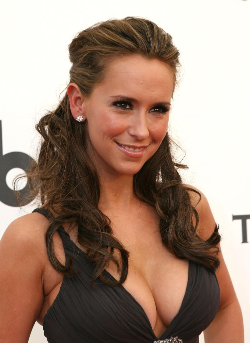 Jennifer Love Hewitt: My boobs are worth millions