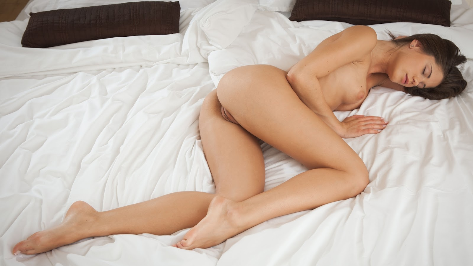 Women Sleeping Naked 31