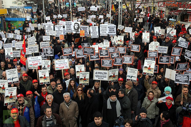 Members of Turkish unions stage a protest against the deployment of patriot missiles by NATO in Turkey on January 20, 2013 In Ankara. (AFP Photo / Adem Altan)