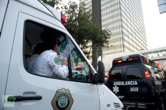 Ambulances arrive at the scene of the skyscraper that houses the headquarters of state-owned Mexican oil giant Pemex in Mexico City on January 31, 2013, following a blast inside the building (AFP Photo / Yuri Cortez)