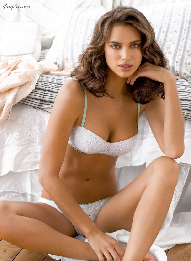 Irina Shayk La Senza Lingerie 2011: Irina Shayk Strikes It Lucky In Low-cut Outfit