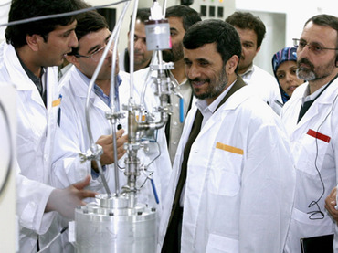 File photo shows Iranian President Mahmoud Ahmadinejad during a visit to Natanz uranium enrichment facilities. (AFP Photo)