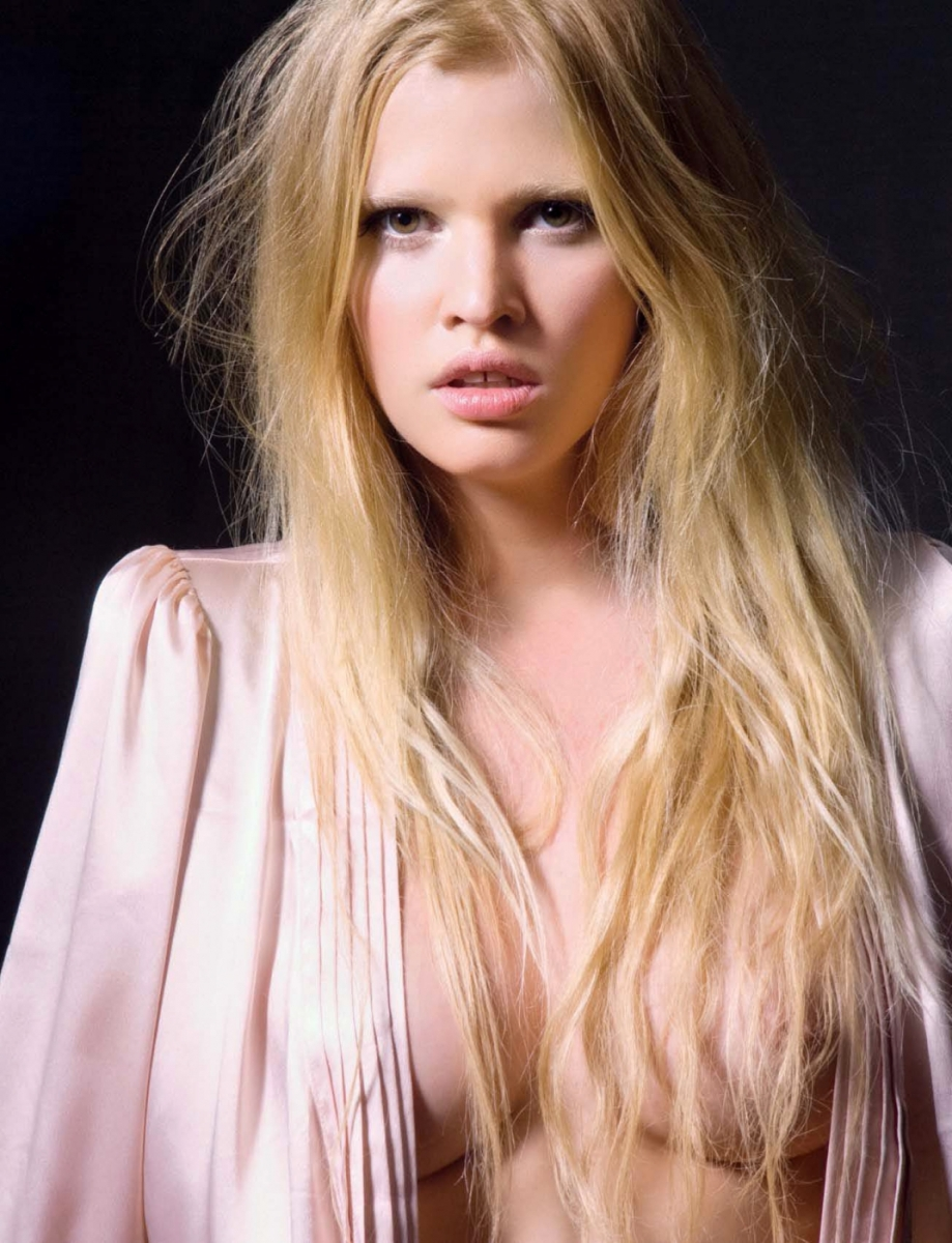 Double Dutch! Topless Lara Stone is a mighty wine sight