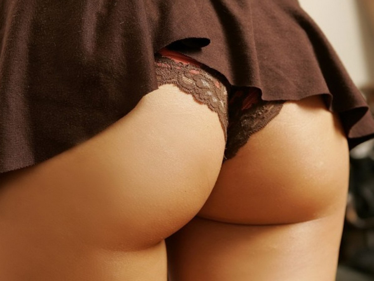 There's BUM-thing familiar about these peachy rears