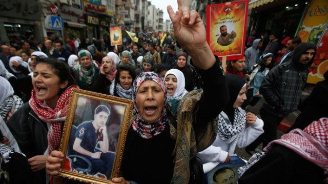 "Palestinians take part in a protest marking ""Palestinian Prisoners Day"" in the West Bank city of Ramallah April 17, 2013.(Reuters / Mohamad Torokman)"