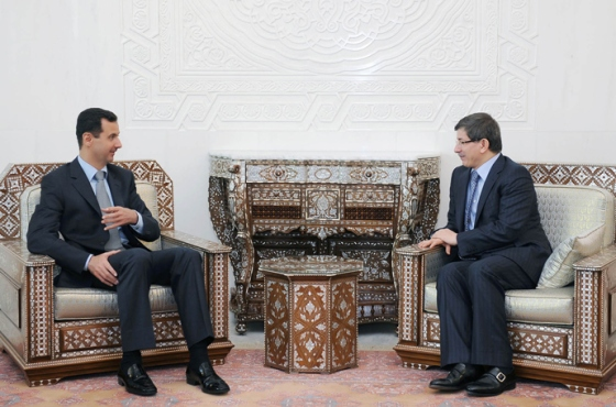 Syrian President Bashar al-Assad (L) during a meeting with Turkish Foreign Minister Ahmet Davutoglu in Damascus on March 7, 2010 (AFP Photo / Sana)