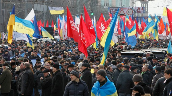 An aerial view shows the Maidan Nezalezhnosti or Independence Square crowded by supporters of EU integration during a rally in Kiev, December 1, 2013. (Reuters / Vasily Fedosenko)